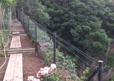 Réalisation d'une clôture grillagée (gris anthracite) en vue de sécuriser l'accès d'une falaise à NANTES