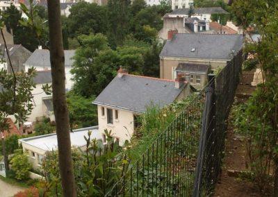 Réalisation d'une clôture visant à condamner l'accès d'une falaise dans le centre ville de NANTES